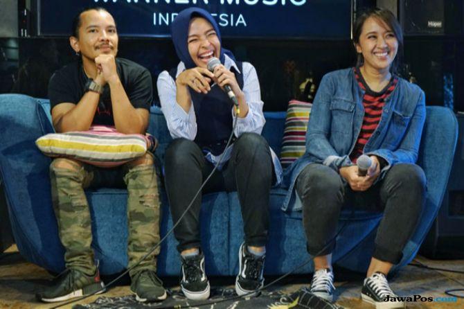 Para Musisi Beri Semangat Buat Rio Dewanto dan Atiqah Hasiholan