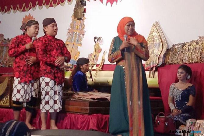 Nonton Wayang Kulit di Ponorogo, Khofifah Ingin Budaya Dilestarikan