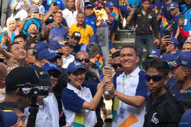 Olivia Zalianty Masuk Lobang Jepang dengan Obor Asian Games