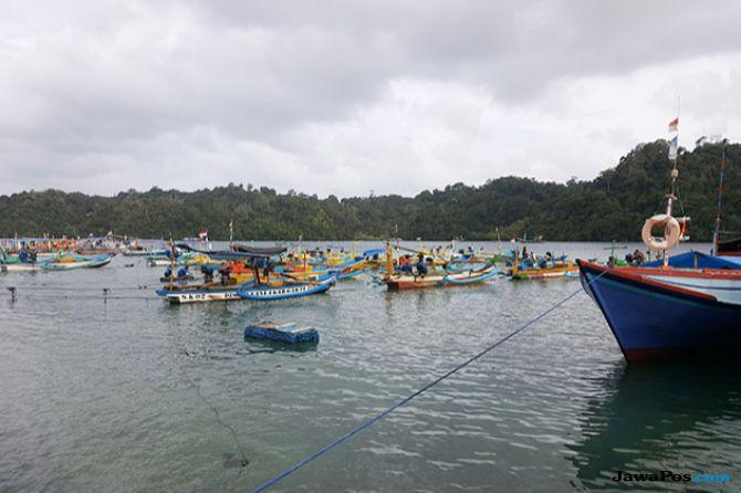 Ombak Tinggi, Nelayan Sendang Biru Pilih Cari Ikan di Laut Dangkal