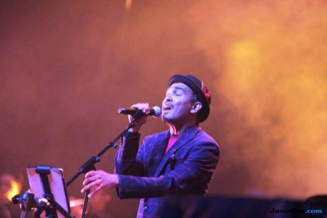 Penampilan Terakhir Harvey Malaihollo Ramaikan Konser Tanda Mata