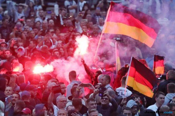 Pendukung Ultra Kanan Bentrok dengan Penentangnya di Jerman