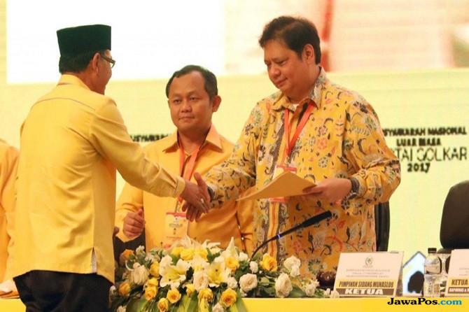 Pengamat CSIS Nilai Jokowi Bijak Jika Airlangga Tetap Menteri