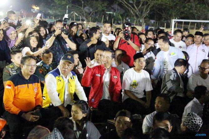 Pesan Jokowi Saat Serahkan Bantuan Perbaikan Rumah bagi Korban Gempa