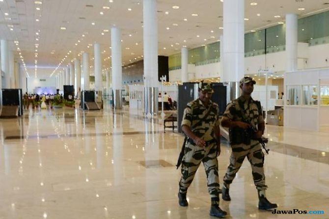 polisi india, bandara, teror,