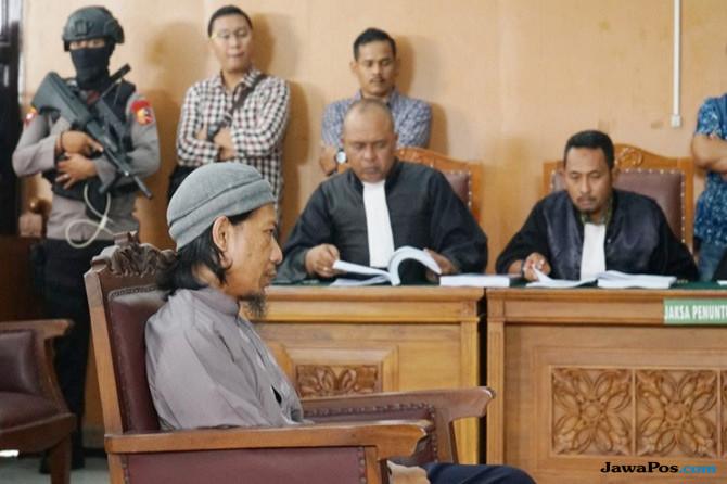 Polisi Bersenjata Laras Panjang Kawal Persidangan Pelaku Bom Thamrin