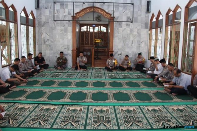 Polri Berduka, Polres Cirebon Gelar Doa Bersama dan Salat Ghaib