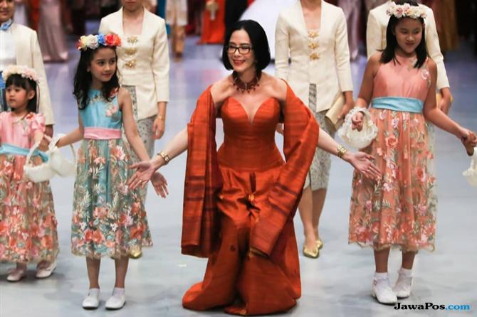 Poppy Dharsono: Jadi Kartini Bukan Sekadar Sanggul dan Kebaya