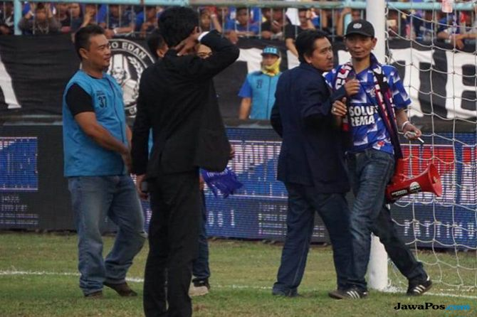 Arema FC, Persebaya Surabaya, Liga 1 2018, Yuli Sumpil, Komdis PSSI, Dirigen Aremania
