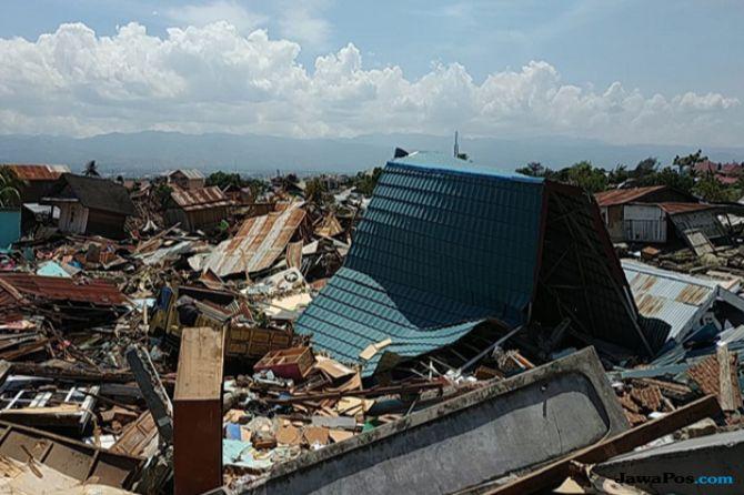 Puing-puing Sisa Sapuan Tsunami Dimanfaatkan untuk Memasak