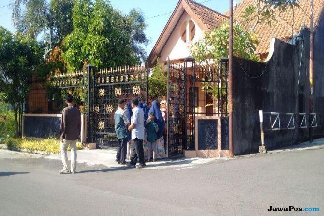 Puluhan Warga Padati Open House Ibunda Jokowi