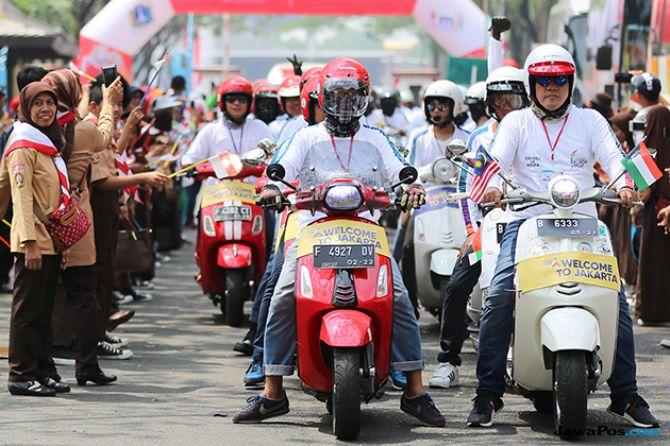 Ratusan Vespa Kawal Pawai Obor Asian Games 2018