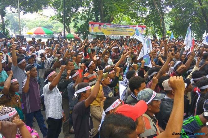 Ribuan Nelayan Sumut Gelar Aksi Damai di Gedung DPRD