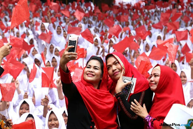 Ribuan Santri Genggong Probolinggo Sambut Puti Guntur Soekarno