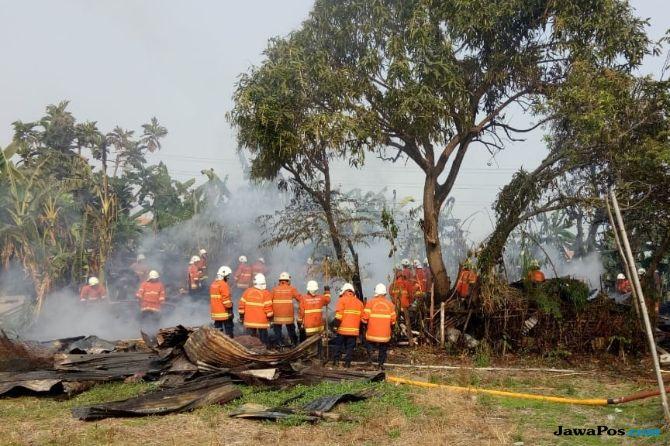 Rumah, Warung dan 2 Motor di Jalan Kemlaten Ludes Terbakar