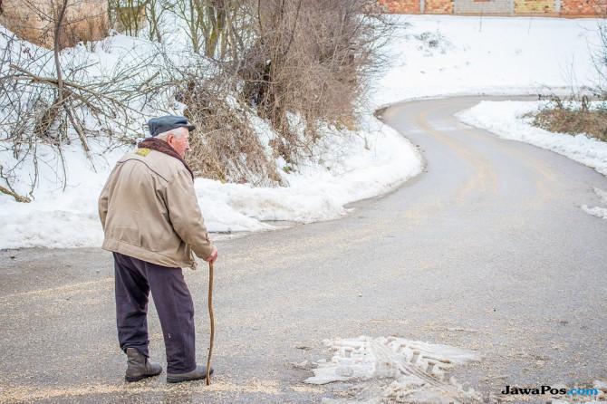 Sadis, Pasien Lansia Disiksa Oleh Perawatnya Sendiri