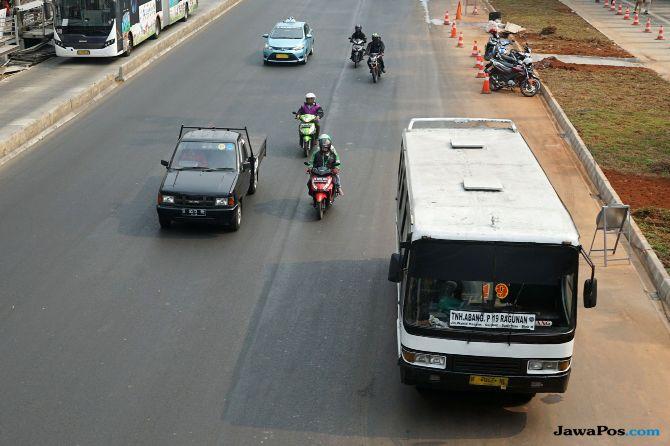 Sambil Berlari, Sandiaga Uno Kandangkan 12 Kopaja dan Metromini Ngebul