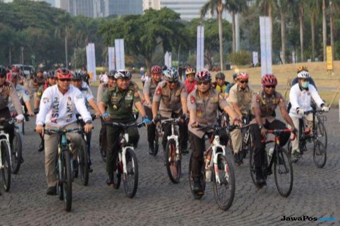 Sambil Bersepeda, Kapolri Ingin Jakarta Seperti Belanda