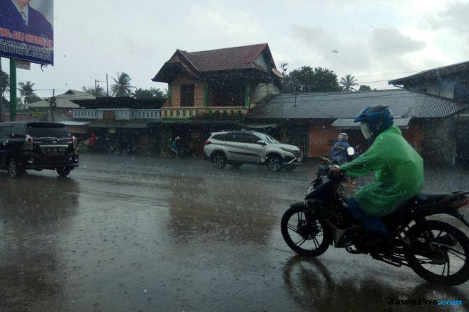 Sejumlah Daerah di Sumbar Hujan, Warga Diminta Waspada