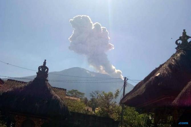 Siaga Letusan Gunung Agung, Bandara Tutup 12 Jam