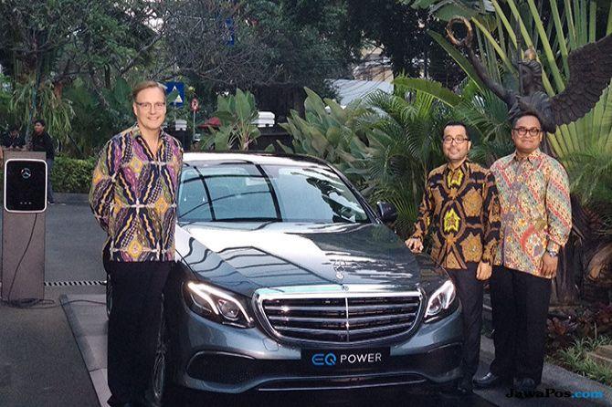 Siapkan Mobil Listrik, Mercedes Luncurkan E 350e Plug-in Hybrid