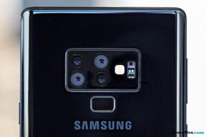 Samsung W2019, Samsung W2019 bocoran, Smartphone lipat Samsung W2019