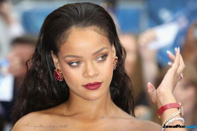 Tak Hanya Piawai Bermusik, Intip Juga Kunci Sukses Bisnis Rihanna