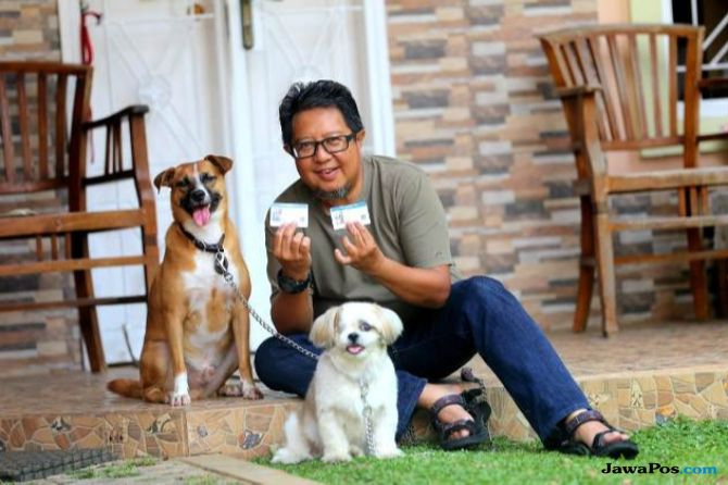 Sayang Hewan Peliharaan, Anna Senang Anjingnya Punya KTP