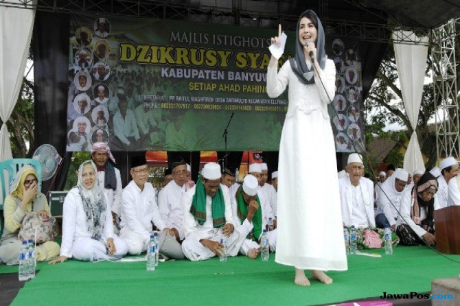 Tampil Sendiri, Arumi All Out Cari Dukungan untuk Khofifah-Emil