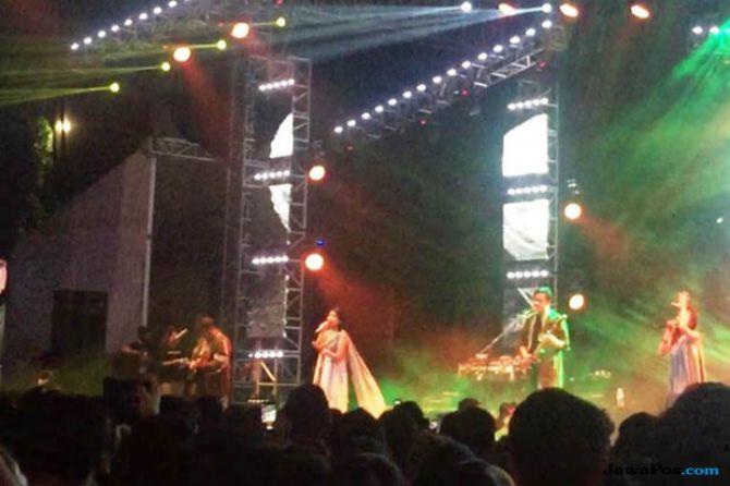 Tampil Tanpa Batik, Barasuara Bawakan Lagu Lama di Synchronize Fest