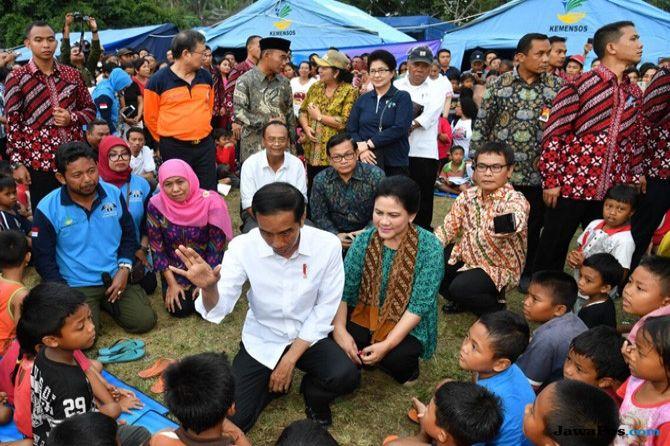 Temui Pengungsi Gunung Agung, Jokowi Serahkan Bantuan Rp 7,2 Miliar