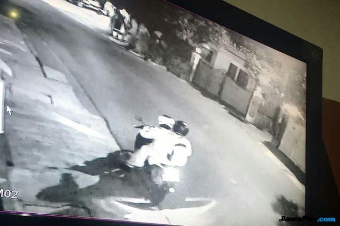 Teror Pelemparan Bom Molotov, Kapitera Duga karena Nyaleg dari PDIP