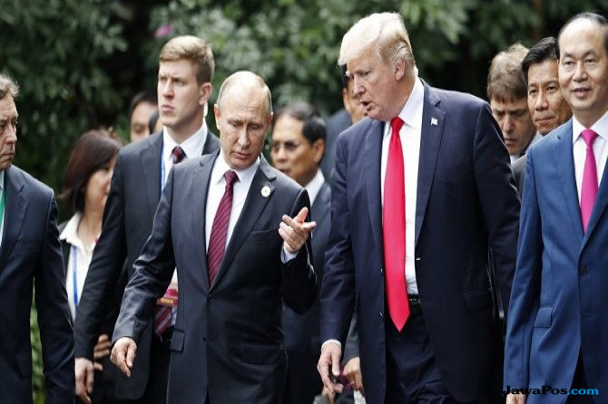 Trump Bertemu Putin Bahas Perlombaan Senjata, Cegah PD III?