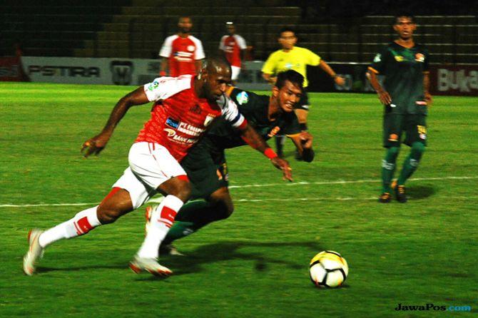 PS Tira, Persipura Jayapura, Liga 1 2018, Nilmaizar