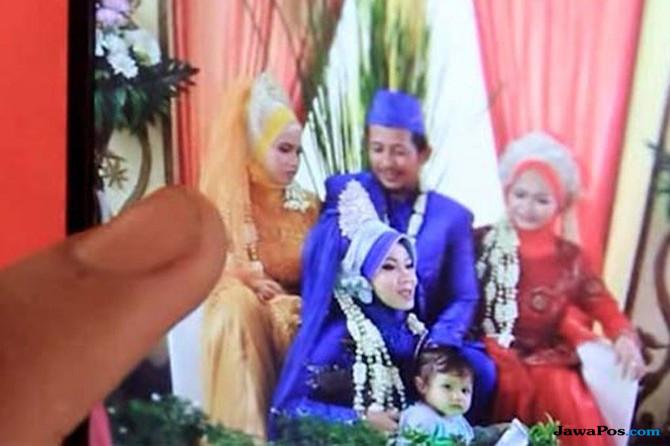 Wow, Pengantin Pria Bersanding dengan 3 Istrinya di Panggung Resepsi