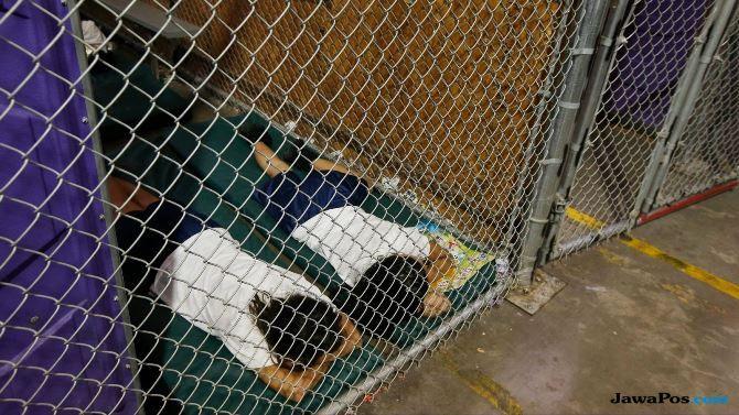 Baca Berita Pemisahan Anak Migran dan Orangtuanya, Presenter Menangis