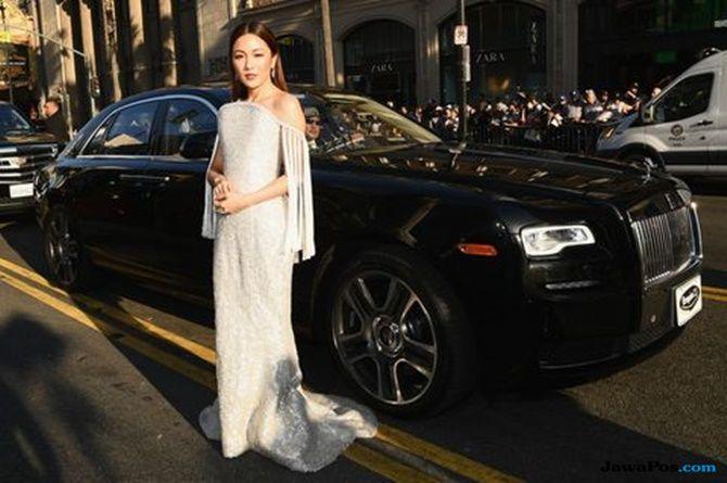 Constance Wu, gaun Ralph & Russo, Crazy Rich Asians,