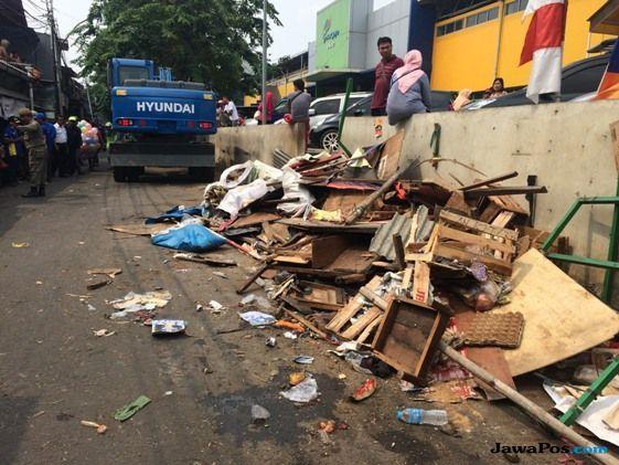 Biang Macet, Ratusan PKL di Depan Pasar Enjo Ditertibkan