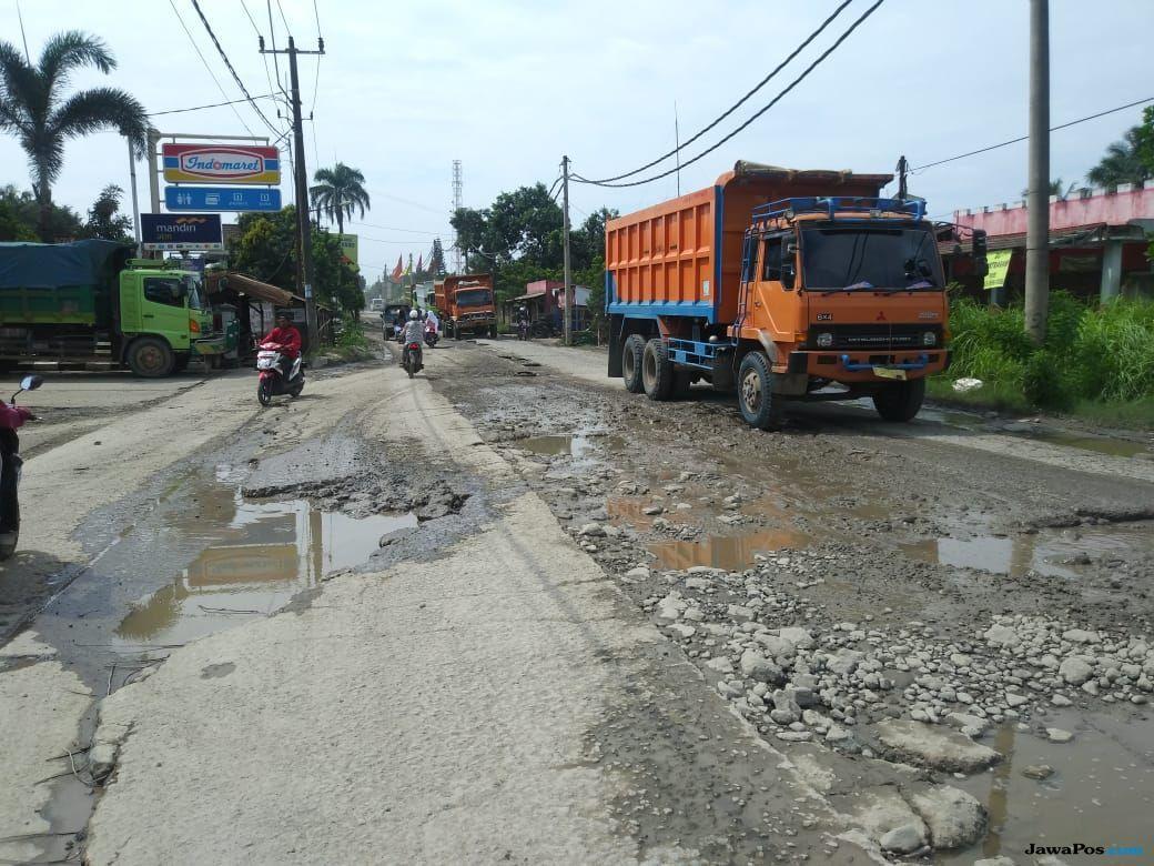 Datang Ke Parungpanjang, Mobil Ridwan Kamil Terjepit Truk