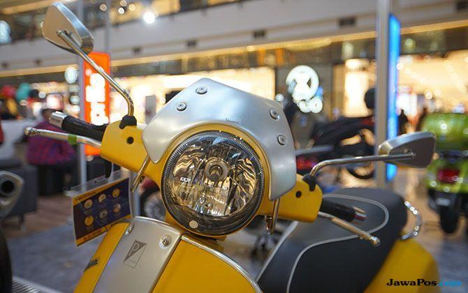 Debut Vespa Sprint Carbon Dipamerkan Di Pondok Indah Mall 2