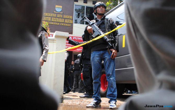 Densus 88 Tangkap Pasutri Terduga Teroris di Palangka Raya