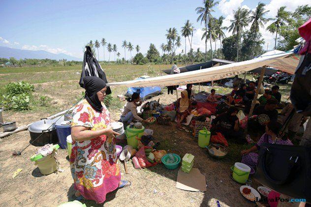 Dijaga Polisi dan TNI, Bulog Lakukan Operasi Pasar 4 Titik di Palu
