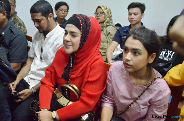 Elvy Sukaesih Tak Dampingi Putrinya Hadapi Vonis Hakim
