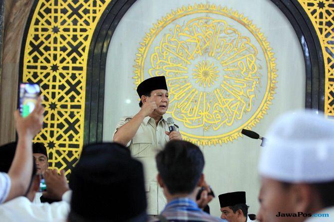 'Gempur' Jawa Timur, Jokowi Bagi-Bagi Sertifikat, Prabowo Berziarah
