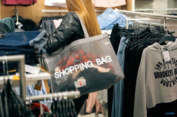 belanja online, promo belanja ramadan, orang berbelanja