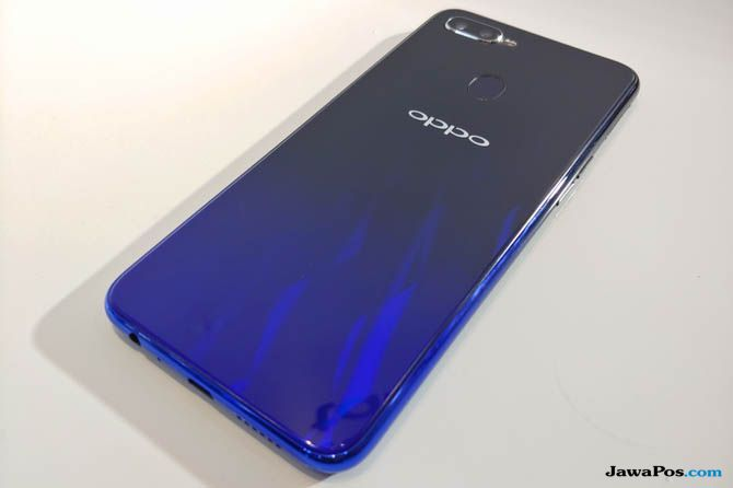 Oppo F9, Oppo F9 spesifikasi, Oppo F9 keunggulan