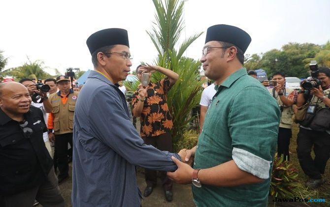 Kang Emil Serahkan Rp 2 M untuk Korban Gempa Lombok