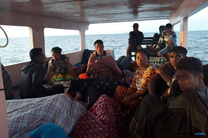 Kapal Barang Disulap Jadi Angkutan Penumpang