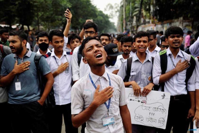 mobil dubes as di bangladesh diserang