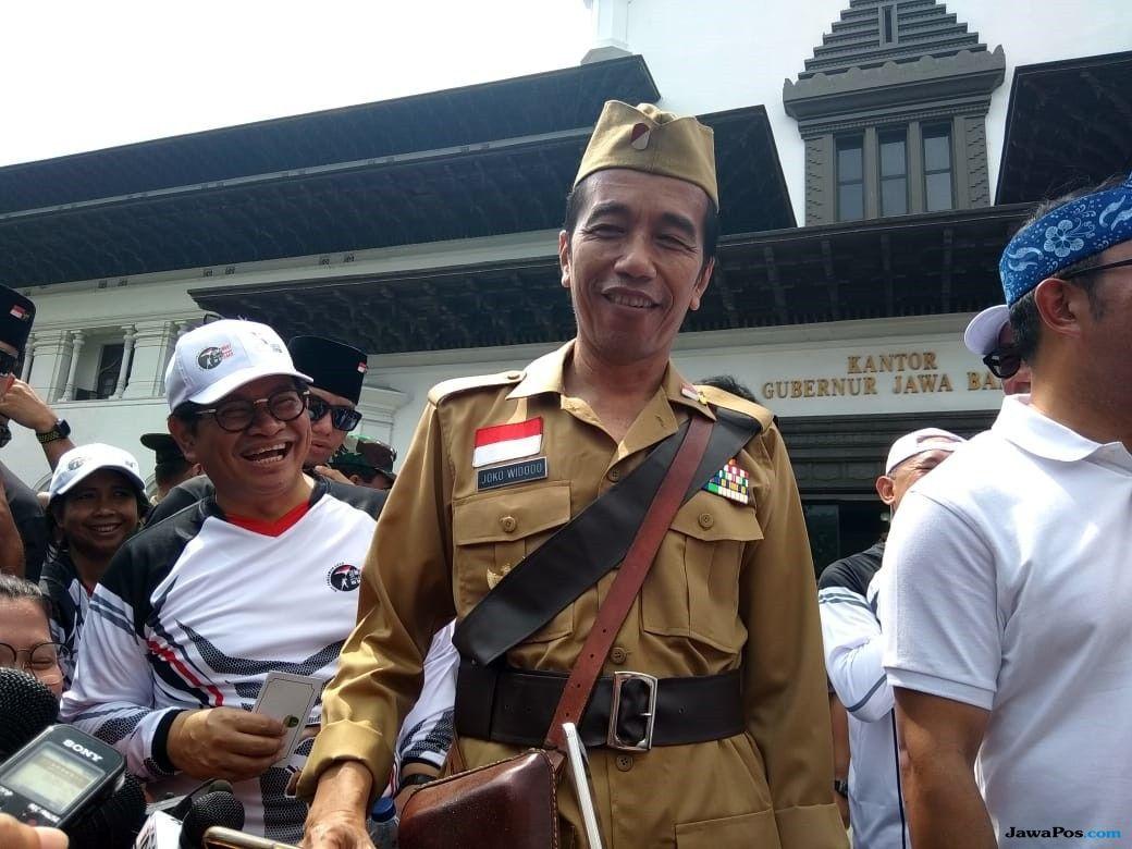 Pakai Seragam Veteran Perang, Jokowi Gowes Ontel di BLS